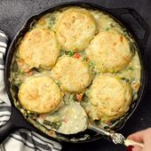 This rich and comforting Vegetable Pot Pie Skillet meal is made fast and easy fo…